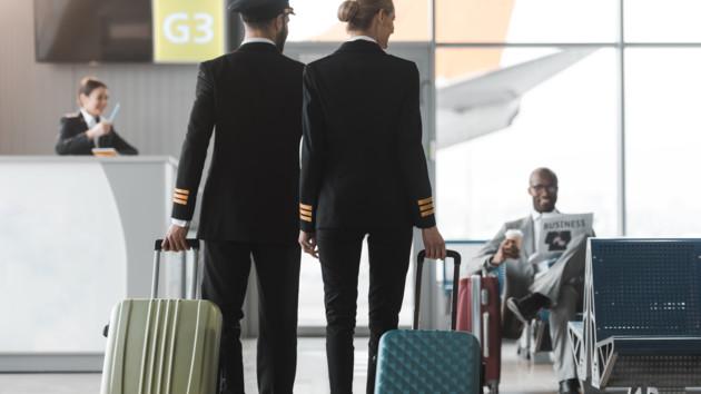 Поправилась на 500 граммов: стюардессу выгнали с работы из-за лишнего веса
