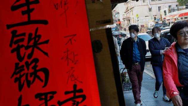 Коронавирус косит людей: в Китае за сутки скончалось более полсотни человек