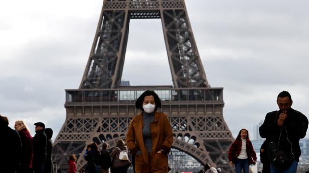 Франция передумала выходить из карантина: премьер назвал причины
