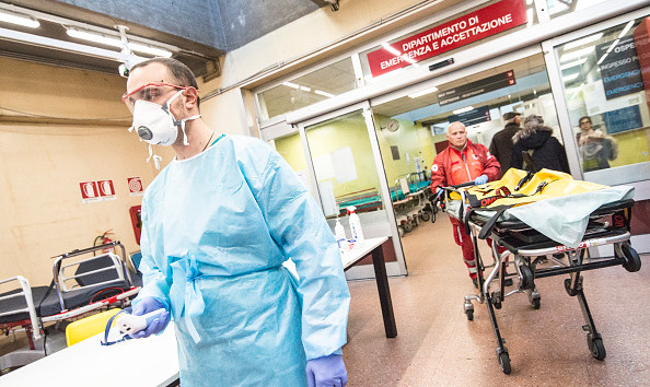 Коронавирус продолжает свирепствовать в Италии: заразившихся уже 400