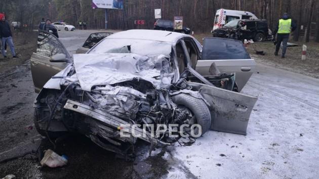 Под Киевом произошло смертельное лобовое столкновение авто: фото, видео