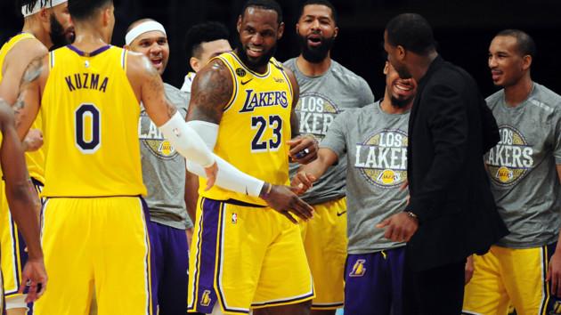 """НБА грозят матчи без зрителей, а Леброн отказывается так играть: """"Я выхожу на паркет ради них"""""""