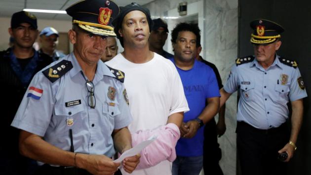 """Роналдиньо - в наручниках: обладателю """"Золотого мяча"""" продлили арест на полгода"""