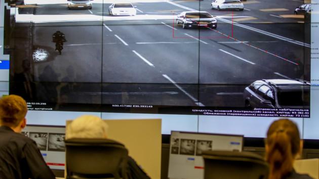 """""""Видят"""" не только превышение скорости: в Киеве тестируют улучшенные камеры"""