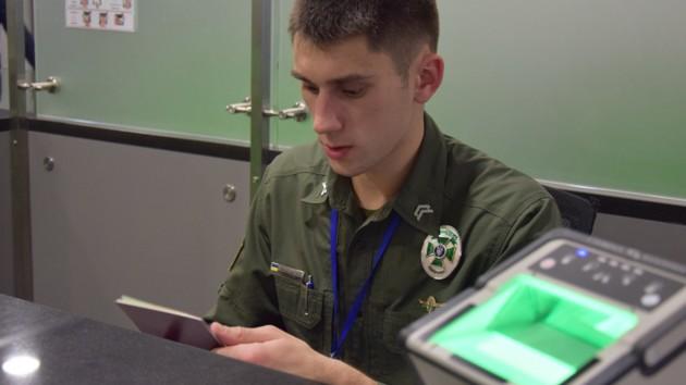 Пограничники выдворили из Украины российского пропагандиста (видео)
