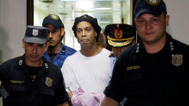 """""""Банкрот"""" Роналдиньо нашел 1,6 миллиона долларов, чтобы выйти из тюрьмы"""