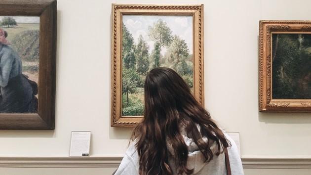 Не выходя из дома: музеи и выставки, которые можно посетить онлайн