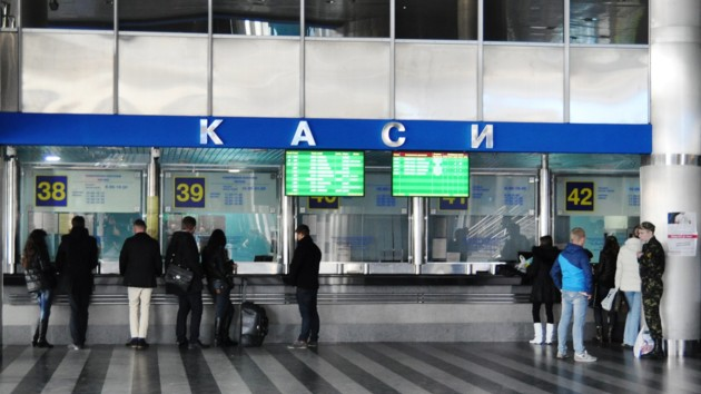 """""""Укрзализныця"""" отменяет поезда: какие рейсы попали под запрет и как бесплатно вернуть билет"""