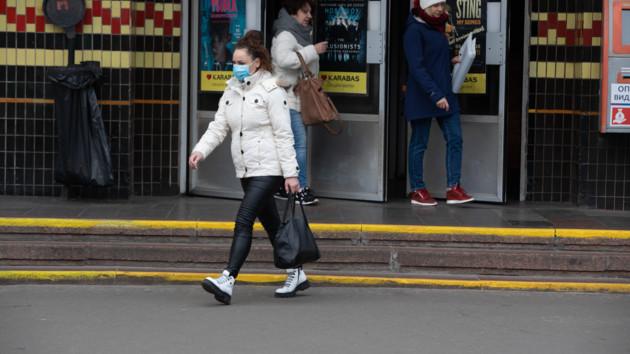 Всех киевлян, которые выходят на улицу в карантин, призвали надевать маски
