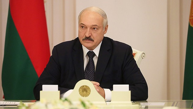 «100 грамм до бани и 100 грамм после»: Лукашенко потроллил Жириновского из-за коронавируса