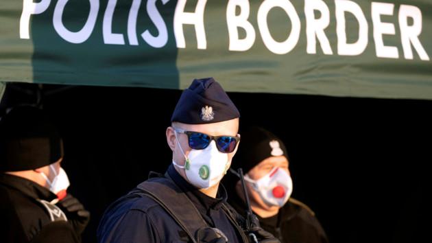 Польша и Хорватия разрешили въезд украинцам, несмотря на запрет ЕС. Но не всем