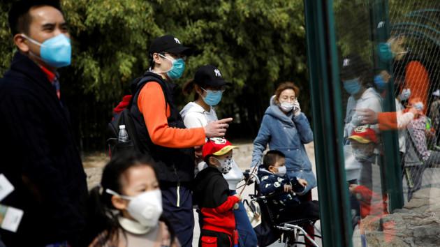 В Китае снимают карантин с провинции, где началась эпидемия коронавируса