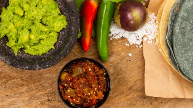 Мексиканские лепешки с соусом гуакамоле: постный рецепт от Алексея Суханова