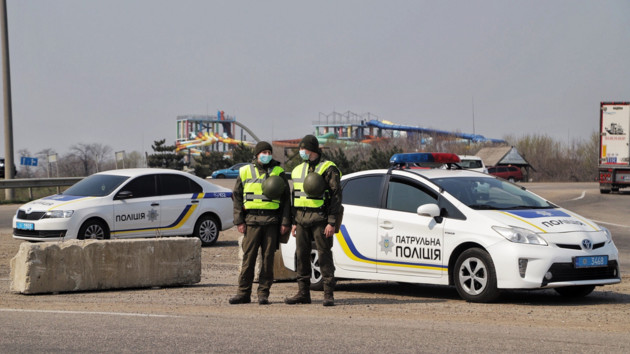 На выездах из Одессы устанавливают карантинные блокпосты: фото