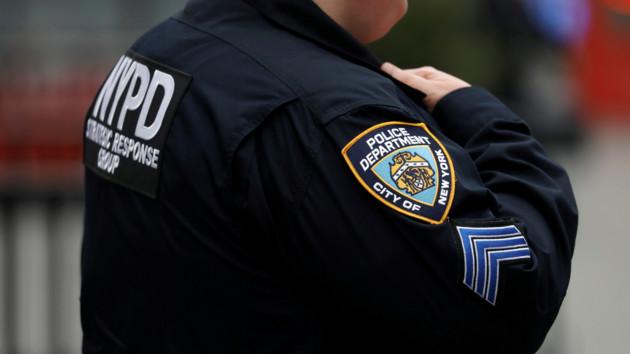 У более 900 нью-йоркских полицейских обнаружили коронавирус