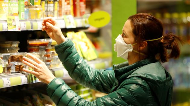 Кабмин вернул контроль над ценами на продукты и лекарства: список