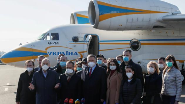 В Италию на две недели отправились 20 украинских врачей: фото