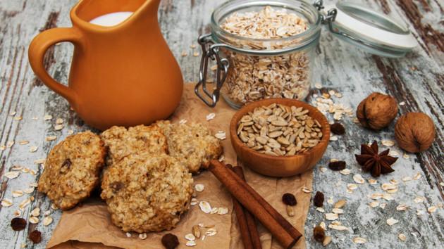 Рецепт постного овсяного печенья с орехами и сухофруктами