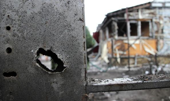Боевики обстреляли Марьинку, ранена местная жительница