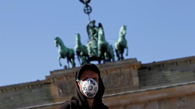 Германия заявила, что взяла под контроль коронавирус