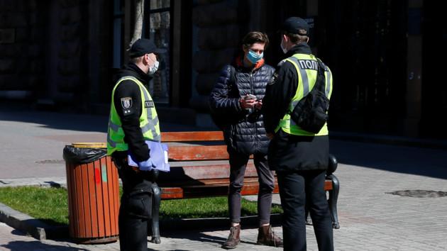 В Тернополе пьяный мужчина с коронавирусом решил погулять по улицам города