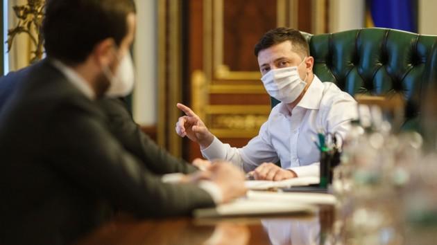 Украине не нужен дефолт: Зеленский сравнил помощь от МВФ с кровью для организма