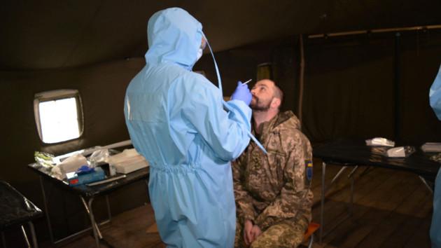 В армии резко возросло число заболевших COVID-19: что известно