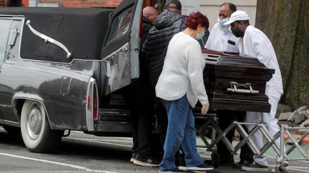Коронавирус в США убил 4,5 тысячи человек за сутки - новый антирекорд