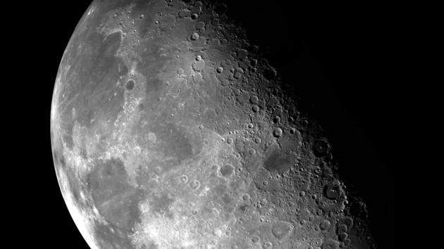 Место падения метеорита на Луне превратят в космический глаз