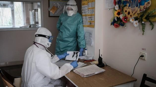 В Беларуси растет количество заболевших COVID-19: заразились более 400 медиков