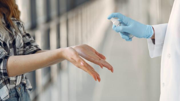 Дезинфекция рук в магазинах: что нам предлагают