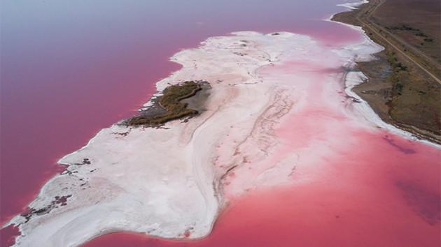 Украинское Розовое озеро попало в National Geographic: где находится и что в нем особенного