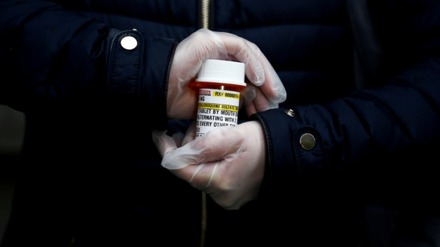 Украина получит 30 тысяч таблеток для больных COVID-19