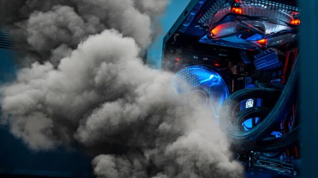 Блогер случайно сжег новый компьютер в прямом эфире: видео