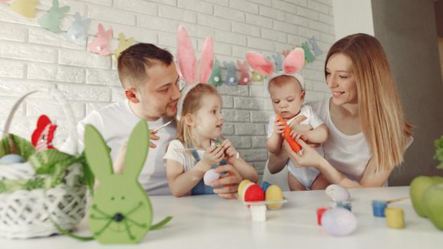 Как покрасить яйца на Пасху с детьми: ТОП-7 оригинальных идей