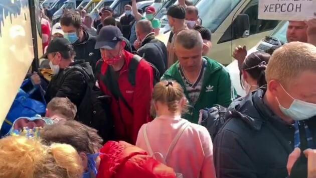 Борьба за пассажиров и толпы людей: украинцы массово возвращаются в Украину на Пасху (видео)