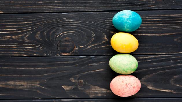 Как правильно красить яйца на Пасху: видео от Григория Германа