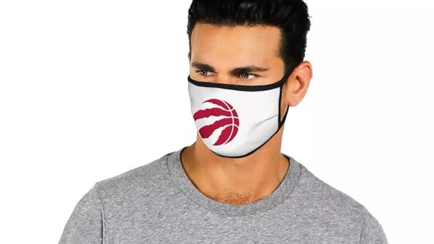 Во время пандемии в Америке начали продавать маски с эмблемами баскетбольных команд