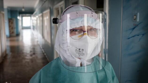 Коронавирусом в Украине заразились 1676 медиков