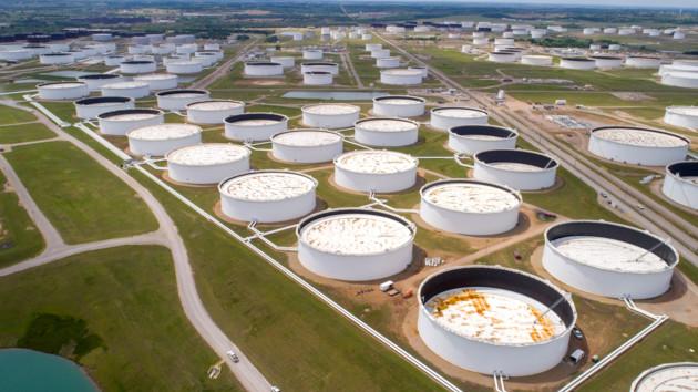 Цены на нефть катятся вниз: аналитики объяснили падение