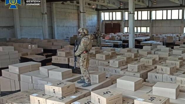 В Днепропетровской области задержали партию контрафакта на почти 100 миллионов гривен: фото и видео