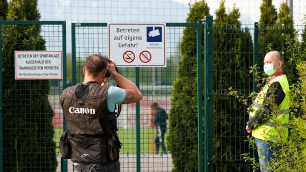 Коронавирус отступает: в Австрии отменят режим самоизоляции и откроют рестораны