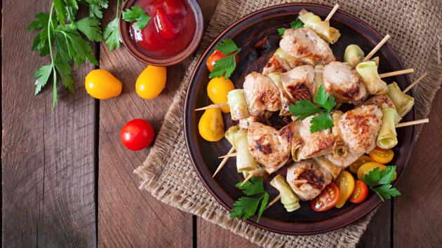 Как приготовить шашлык из курицы: три необычных рецепта