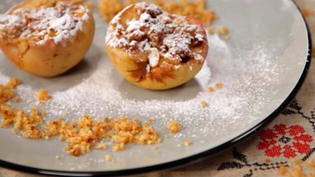 Как запечь яблоки с крамблом: пошаговый рецепт от Григория Германа