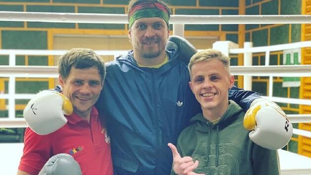 Беленюк взялся за гири, Усик на тренировке Беринчика и боец ММА в смешной пижаме: соцсети звезд спорта