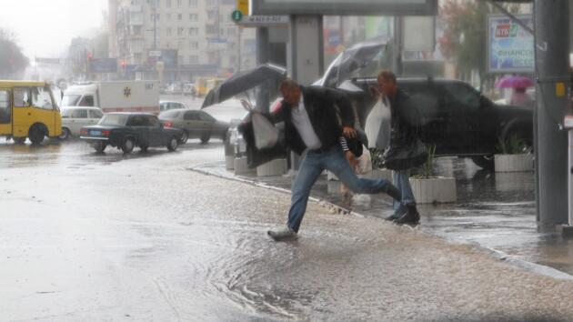 Украину накроет грозами с градом и шквалами: где будет штормить