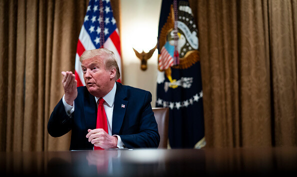 Коронавирус подкрался к Трампу: заразился личный помощник президента