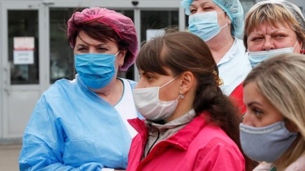 Эпидемия в Украине не спадает, за сутки полтысячи зараженных: новые данные
