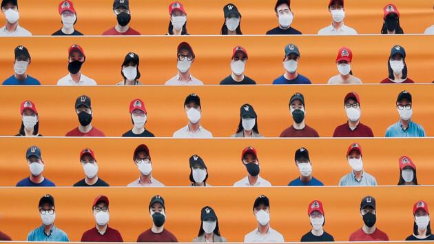 Фейковые фанаты и чирлидеры в масках для онлайн-зрителей: бейсбол вернулся на арены
