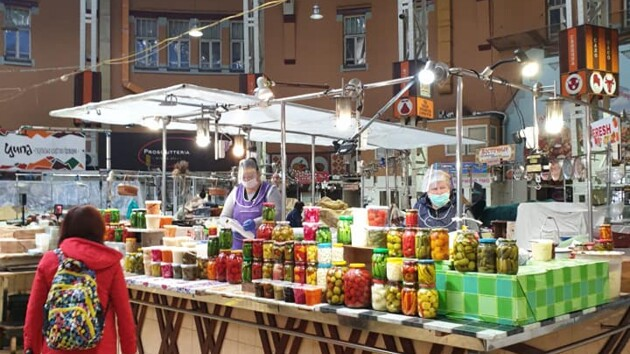 В Киеве открылся Бессарабский рынок: как проходит торговля в карантин (фото)